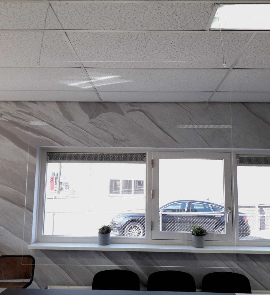 Veiligheidsscherm hangend / 78cm x 78cm )